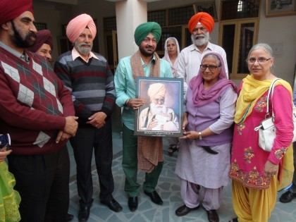 Golden Star Malkit Singh visited Pingalwara